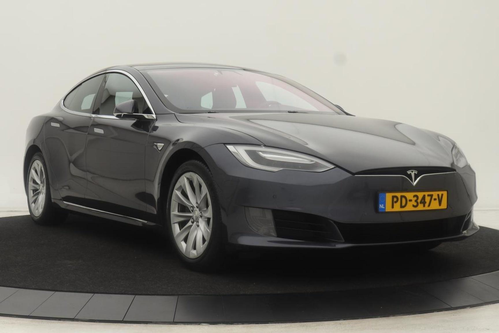 Tesla-Model S-28