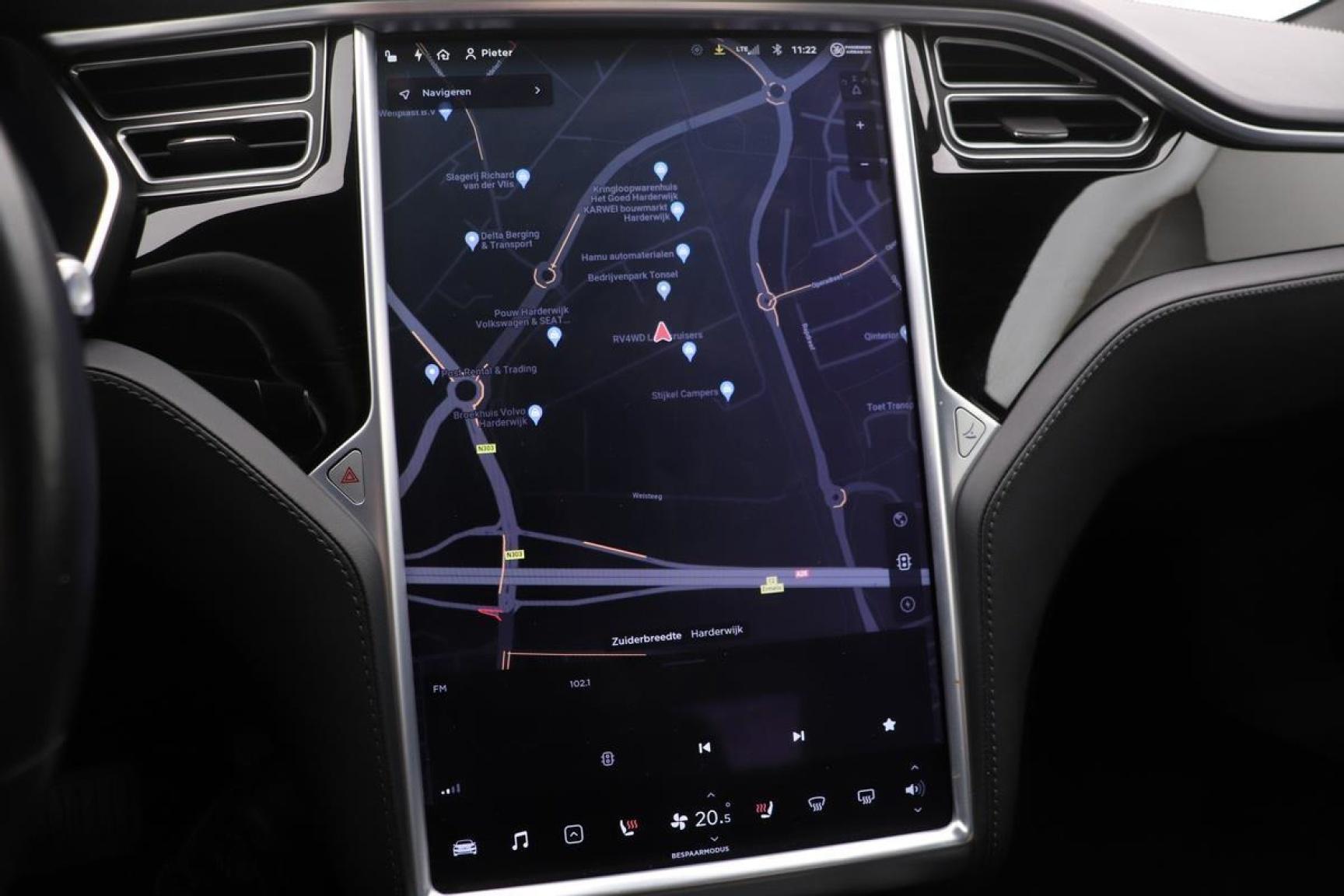 Tesla-Model S-10