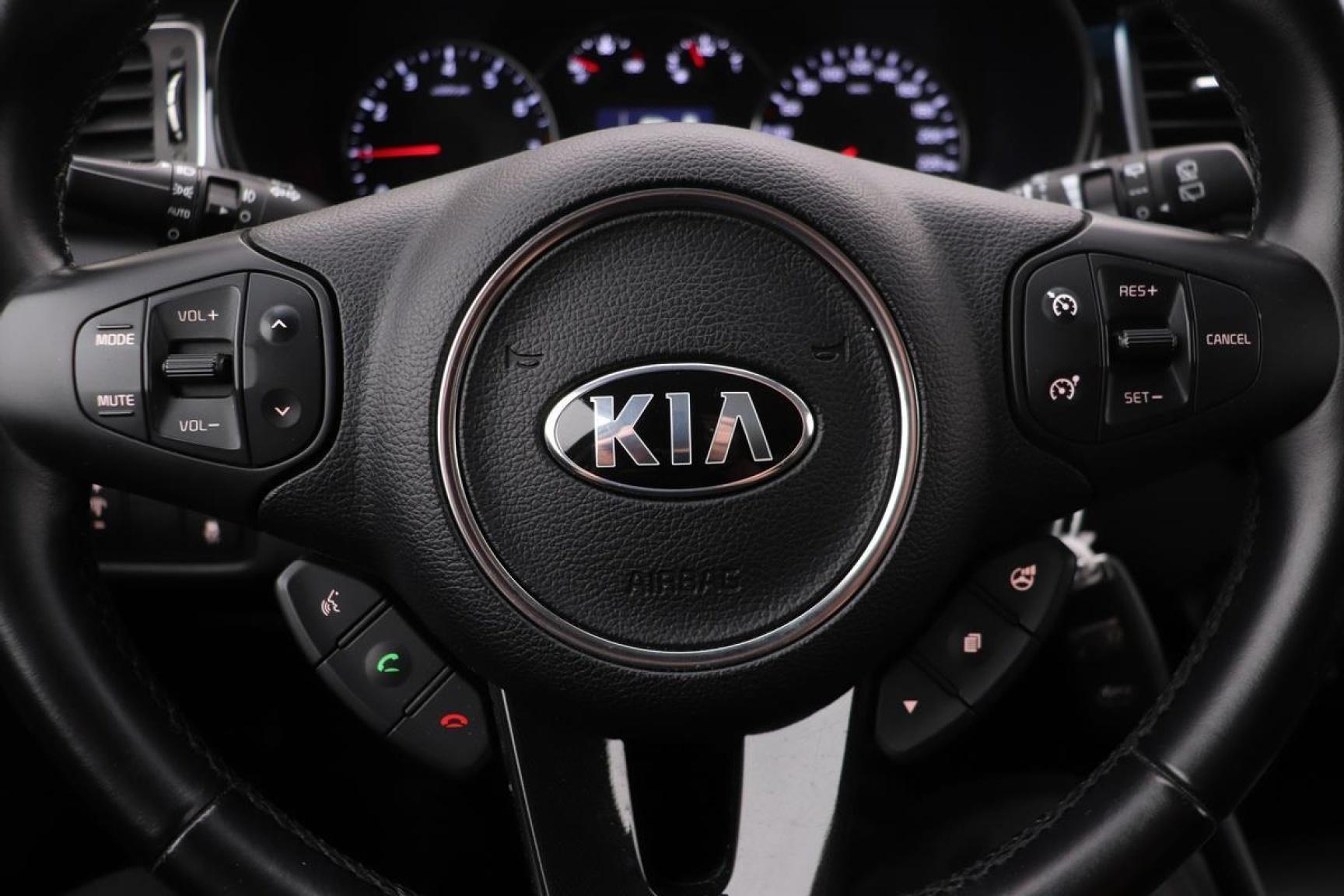Kia-Carens-9